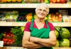 fruttivendola_older_woman_grocery_store
